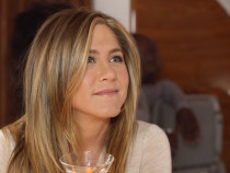Jennifer Aniston Back As Chirpy 'Rachel' In Emirates New TVC